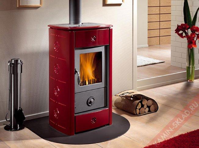 кафельная печь ярко красного цвета